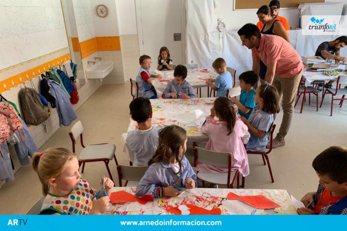 Javier García y Sandra Rodríguez visitan la Escuela Municipal de Verano