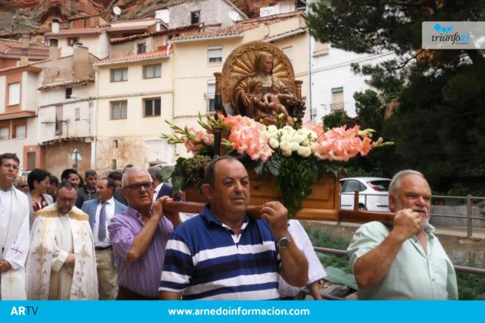 La imagen de Santa Ana sale en procesión por las calles de Herce