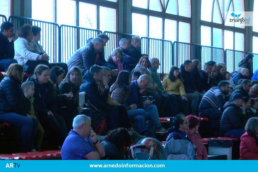 La escuela de fútbol de Arnedo organizó ayer domingo una jornada por la lucha contra el cáncer infantil.