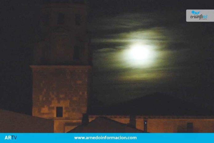 Así se veía anoche la luna sobre Arnedo