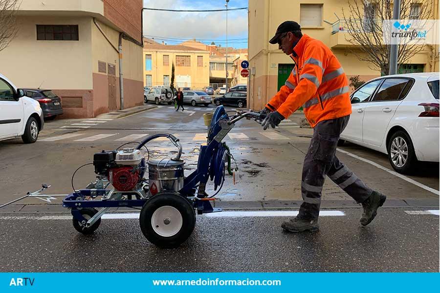 El Ayuntamiento estrena una máquina para la señalización vial horizontal